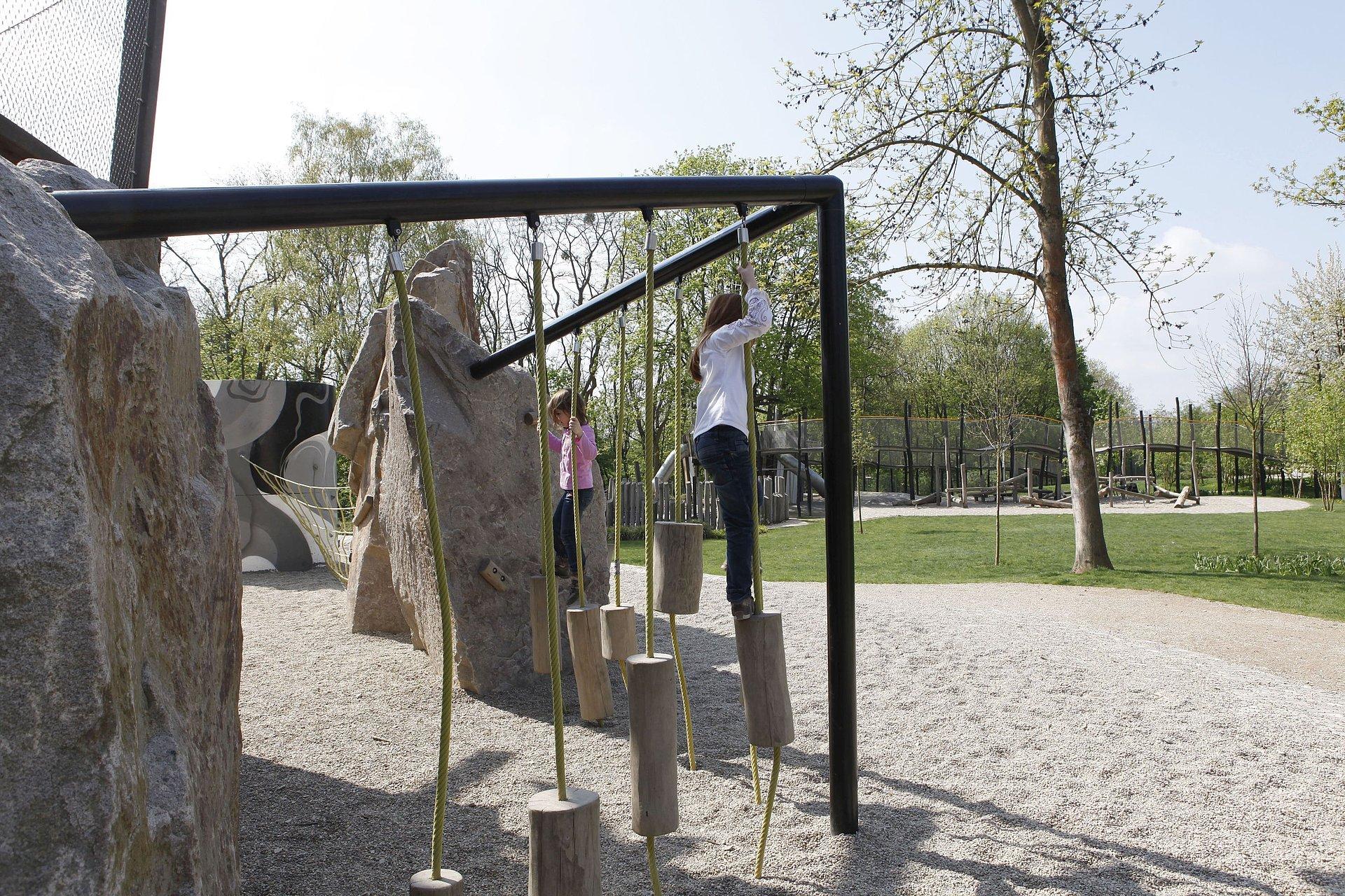 Kinder auf dem Spielplatz Bleidenberg bei der Festung Ehrenbreitstein Koblenz, Romantischer Rhein