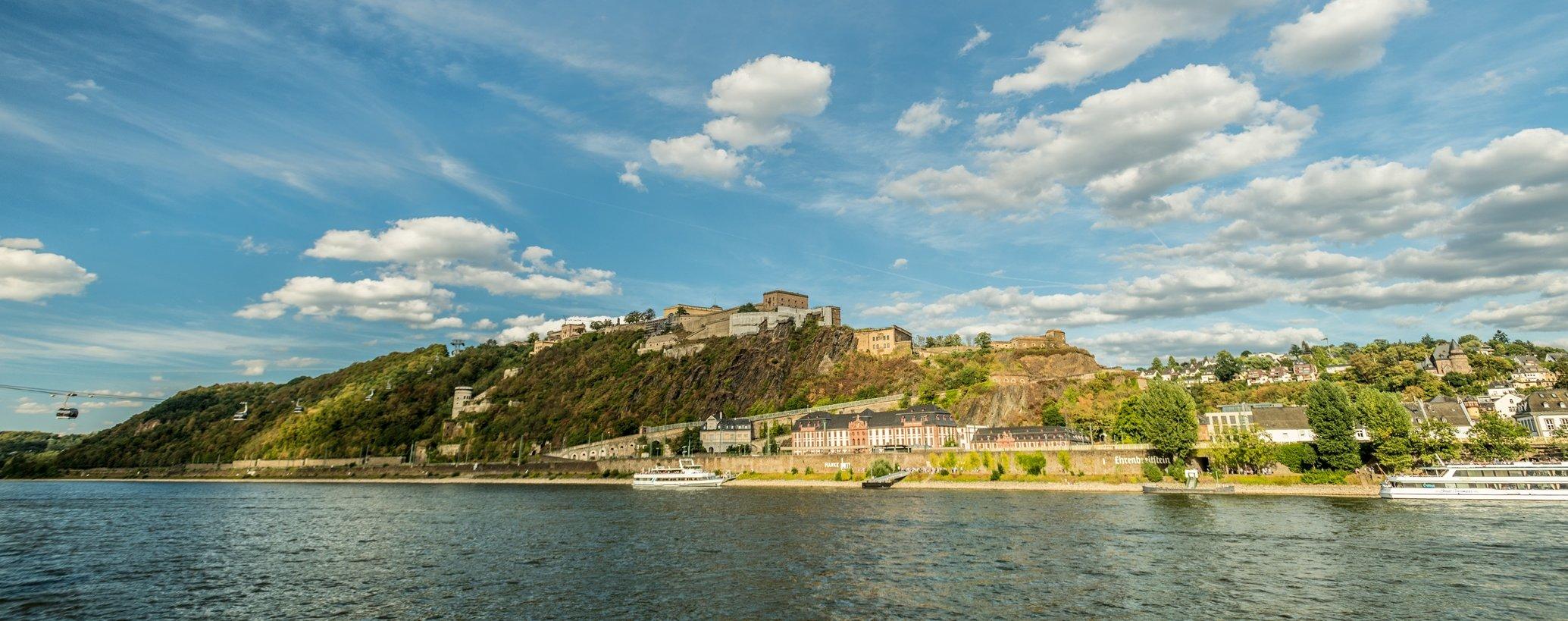 Uitzicht op de vesting Ehrenbreitstein in Koblenz, Romantische Rijn