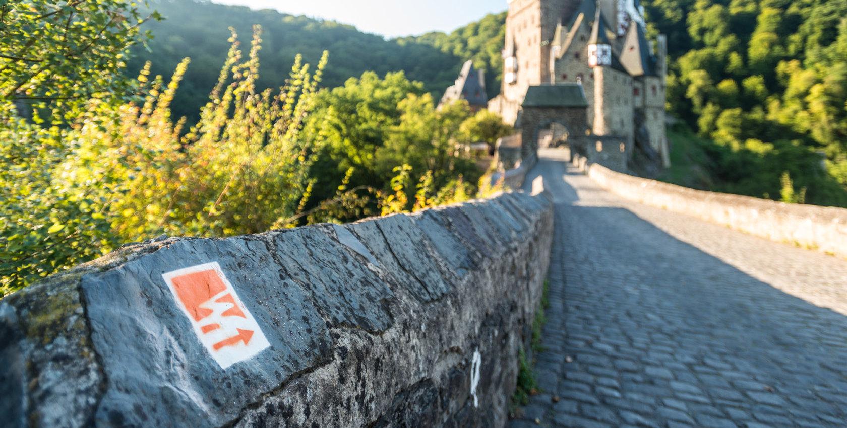 Burg Eltz am Traumpfad Eltzer Burgpanorama, Eifel