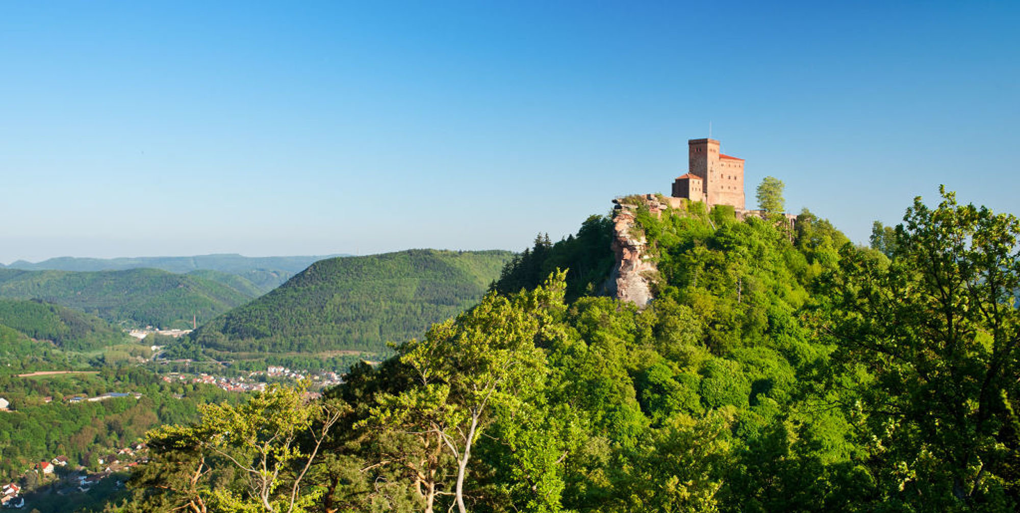View of the Reichsburg Trifels near Annweiler, Palatinate