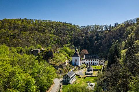 Het klooster Ehrenstein in het dal van de Wied, Westerwald
