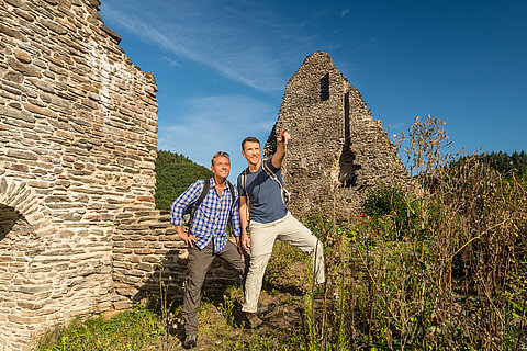 Hikers at the ruin Isenburg, Westerwald