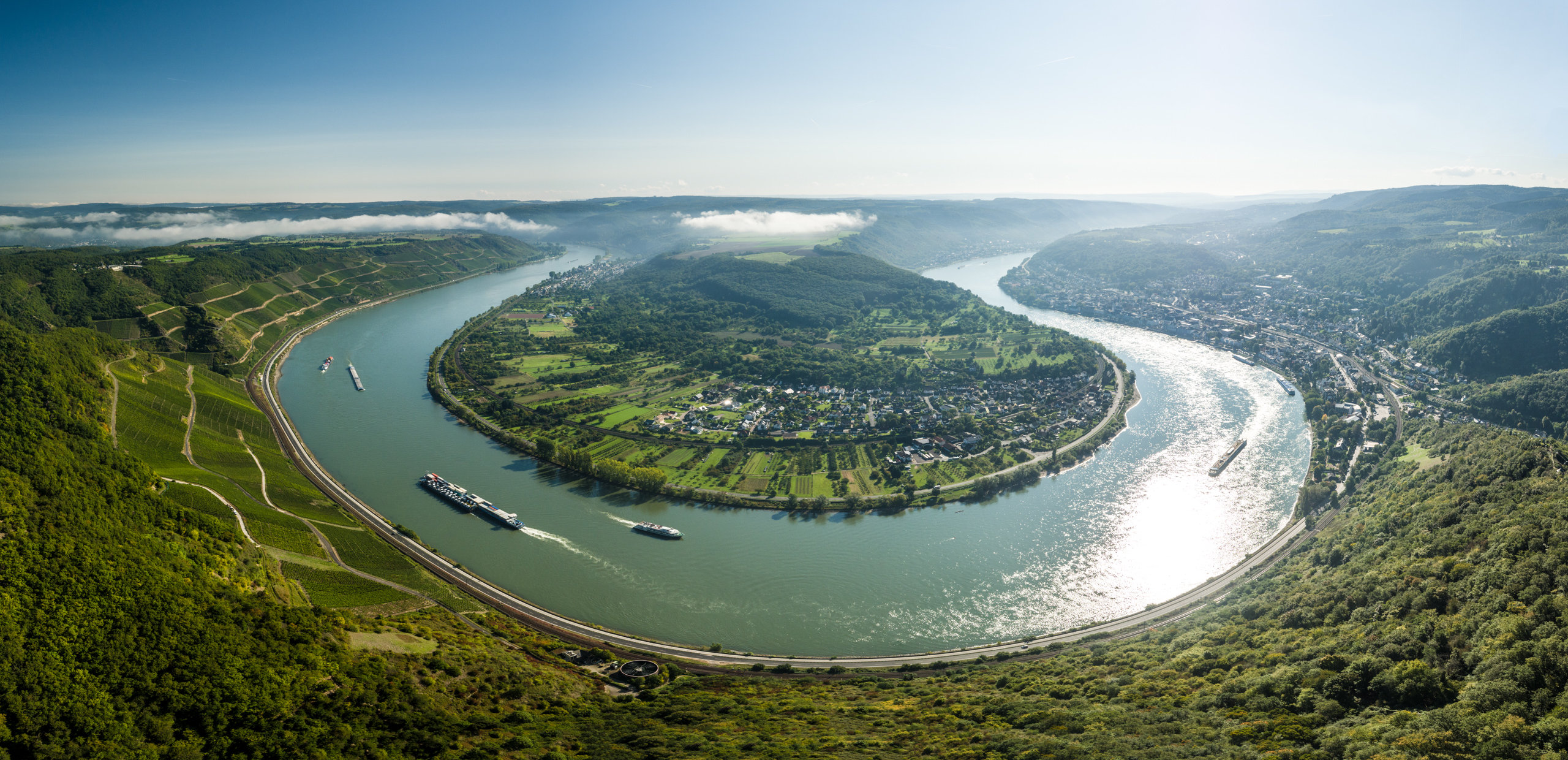 "View from viewpoint ""Gedeonseck"" of the Rhine loop near Boppard, Romantic Rhine"
