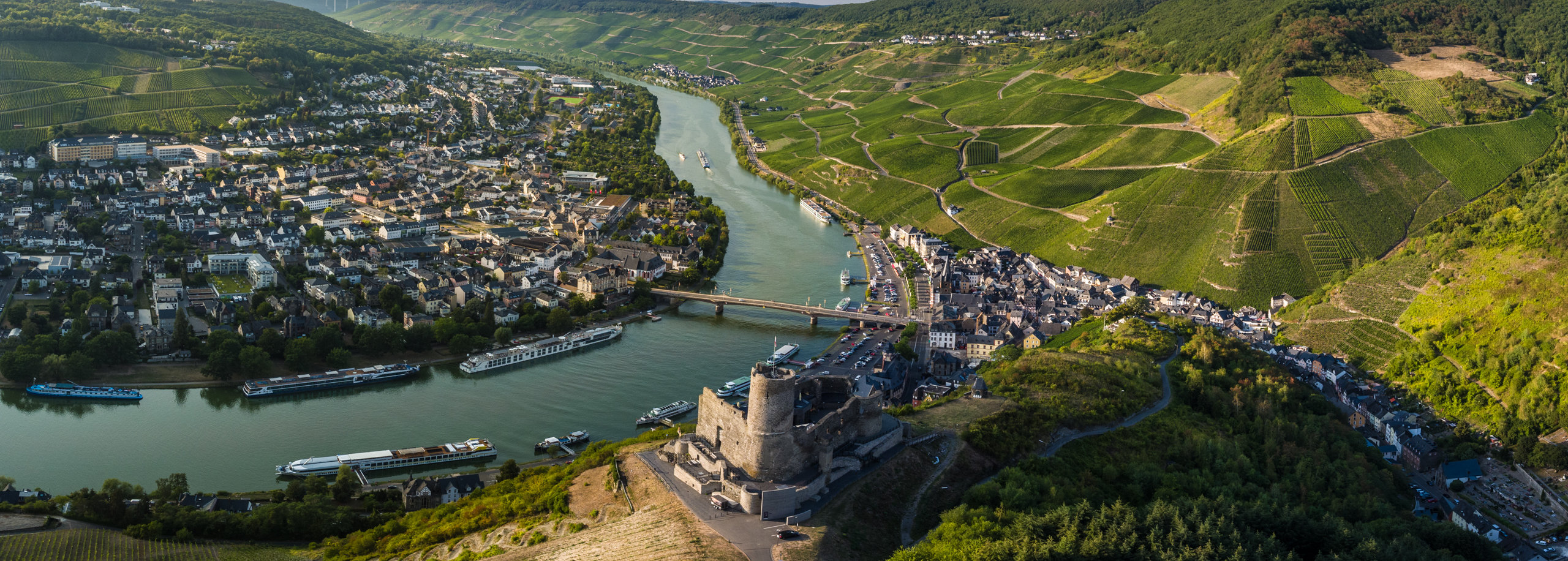 View of Landshut Castle against the backdrop of the Moselle bend at Bernkastel-Kues, Moselle