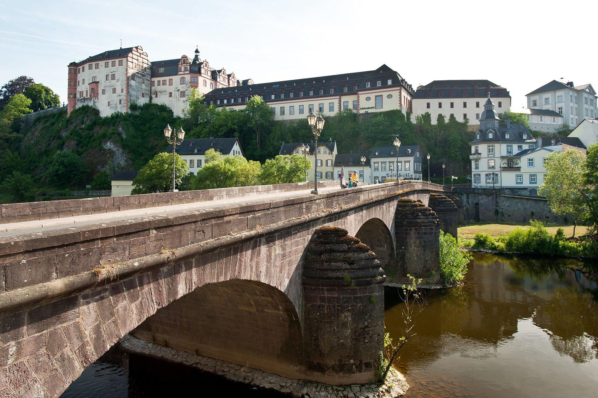 Stenen brug en kasteel Weilburg, Lahndal
