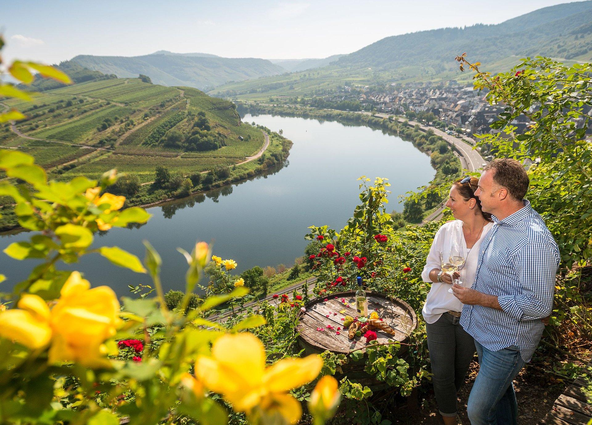 Geniet van wijn bij de Calmontheuvel in Bremm, Moezel-regio