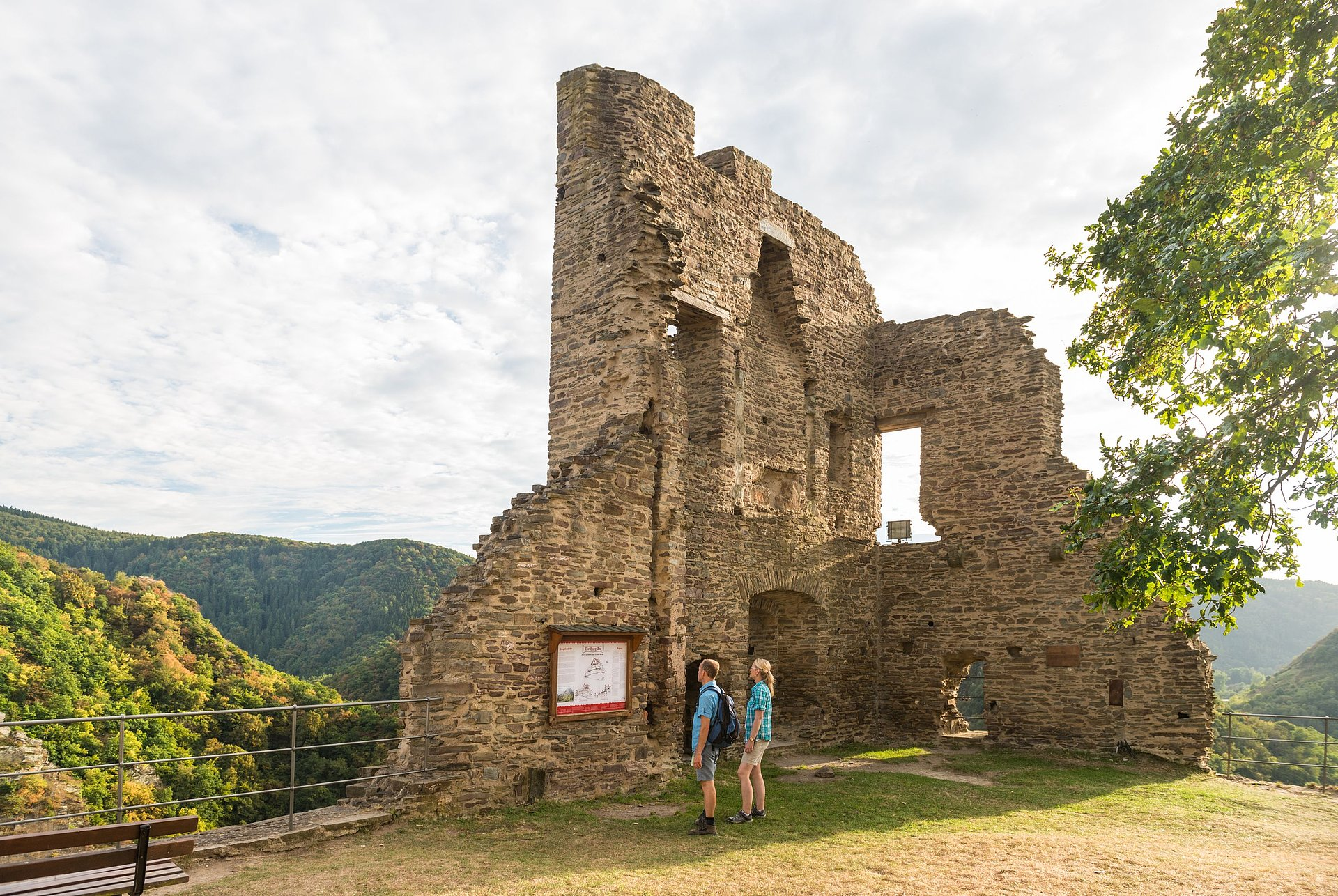 Besichtigung der Burg Are bei Altenahr, Ahrtal