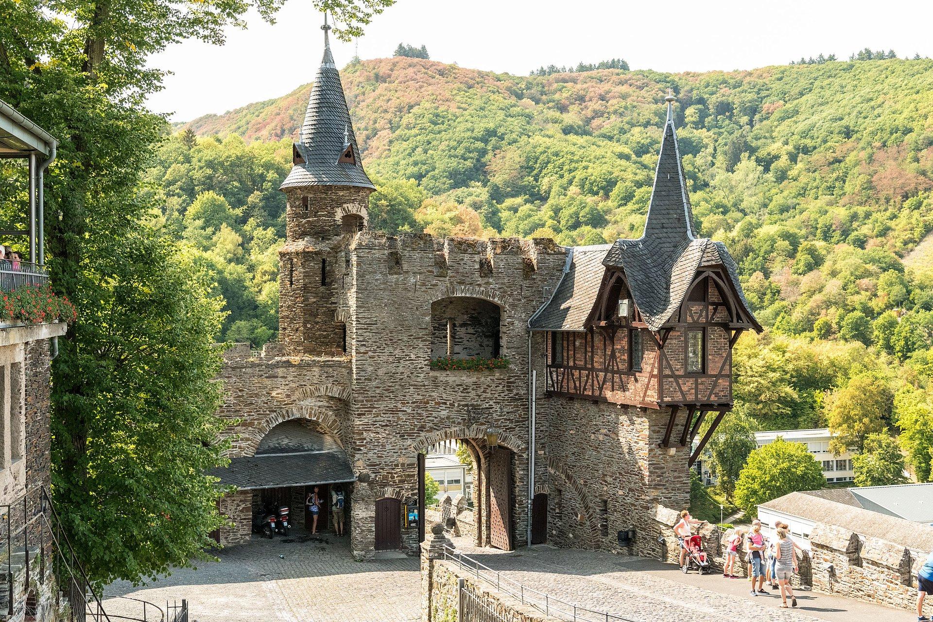 De binnenplaats van kasteel Reichsburg in Cochem, Moezel-regio