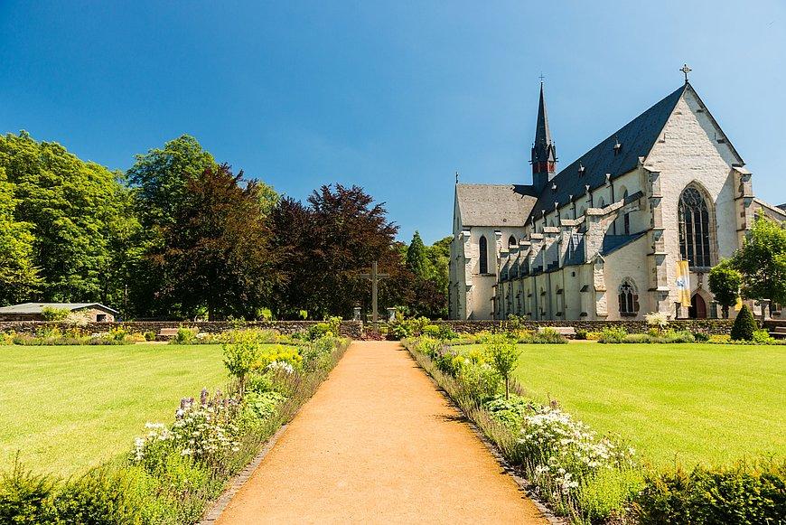 Kloster Marienstatt mit Garten im Nistertal bei Streithausen, Westerwald