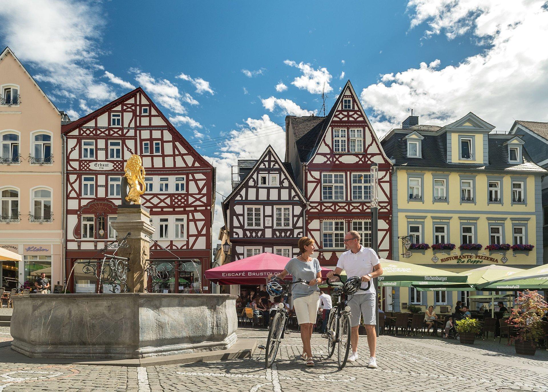 Marktplatz mit Löwenbrunnen in Hachenburg, Westerwald