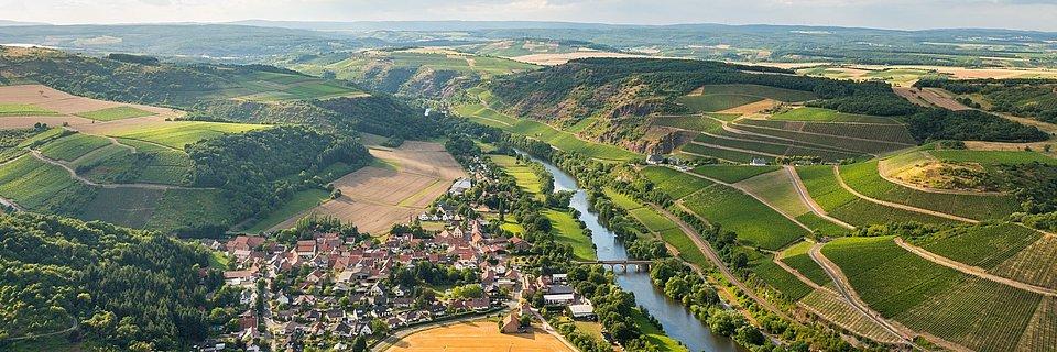 Uitzicht op Niederhausen vanaf de berg Lemberg, Nahe-regio