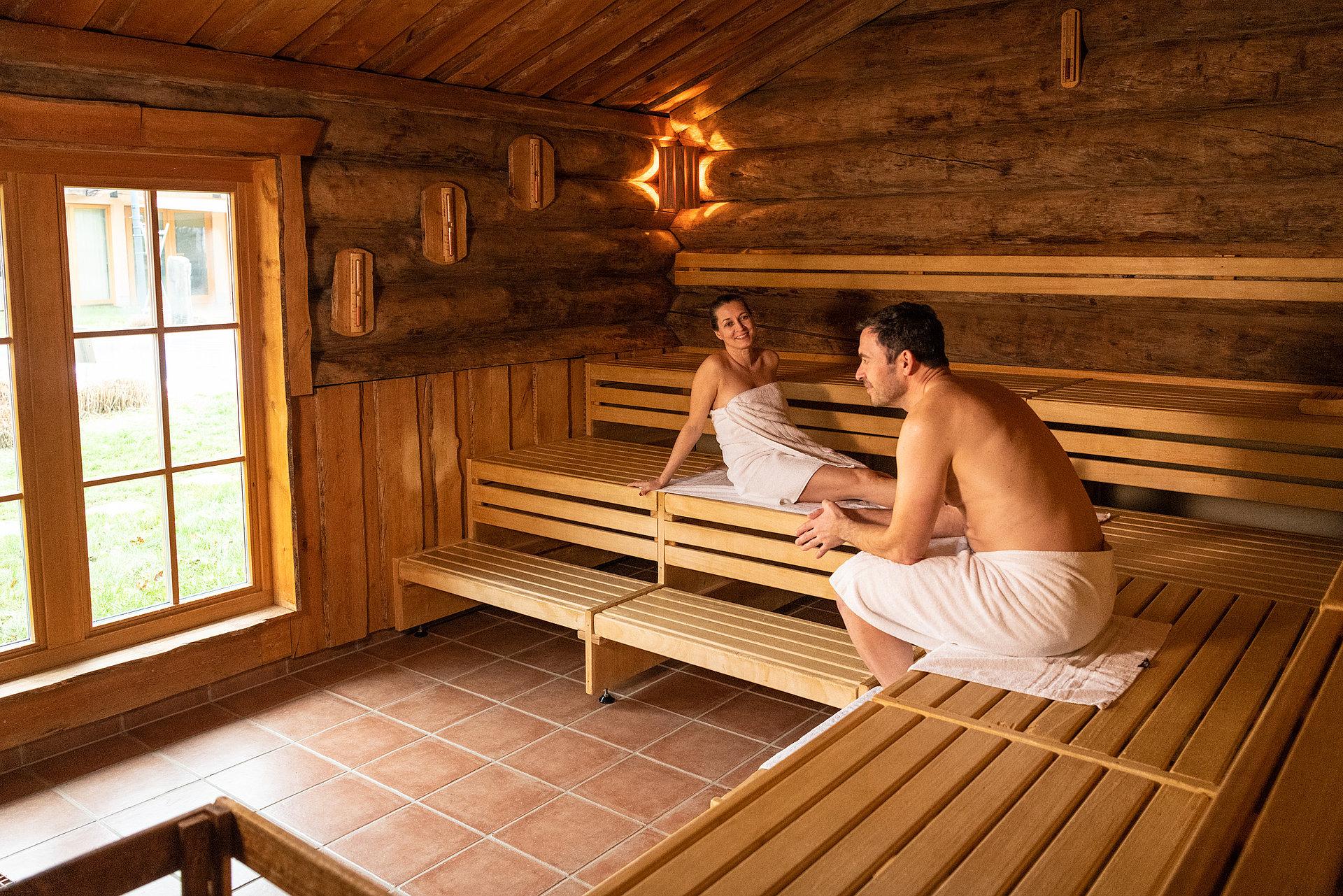 Ontspannen tijdens een saunabezoek in de thermale baden van de Ahr in Bad Neuenahr, Ahrdal