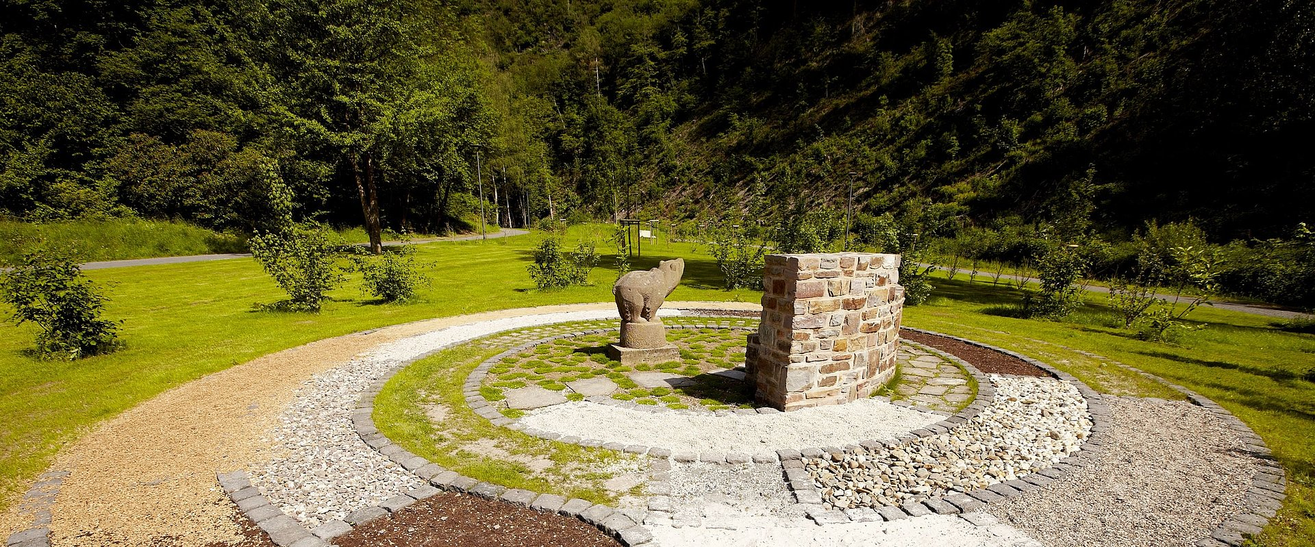 Ontspanning en rust in het landschapstherapeutisch park Römerkessel in Bad Bertrich, Eifel