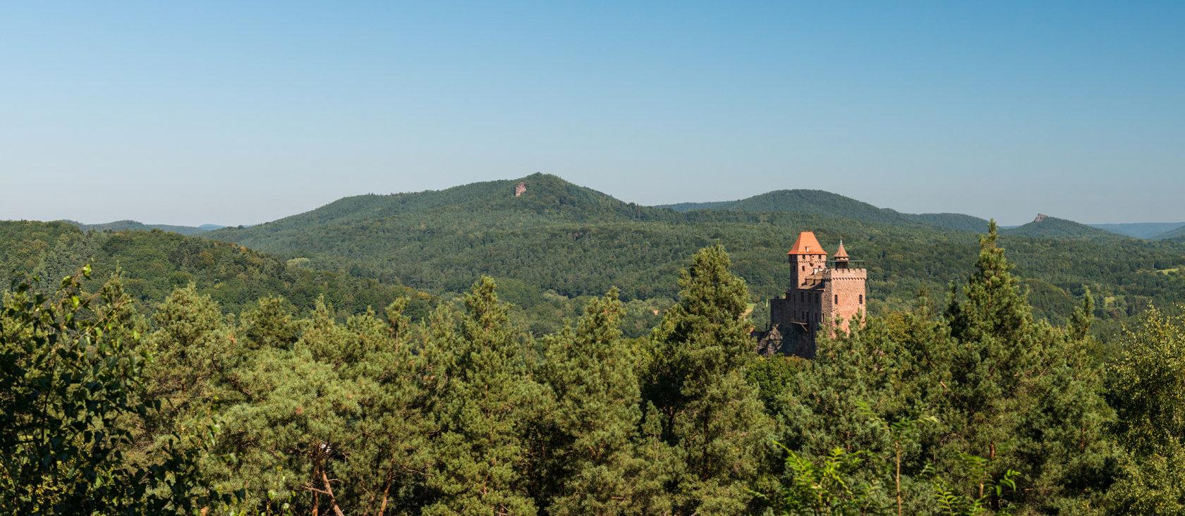 Uitzicht op het kasteel Berwartstein in Erlenbach bij Dahn, Palts