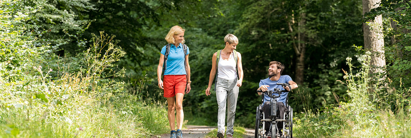 Out and about in a wheelchair on the accessible footpath circuit in Thranenweier, Hunsrück