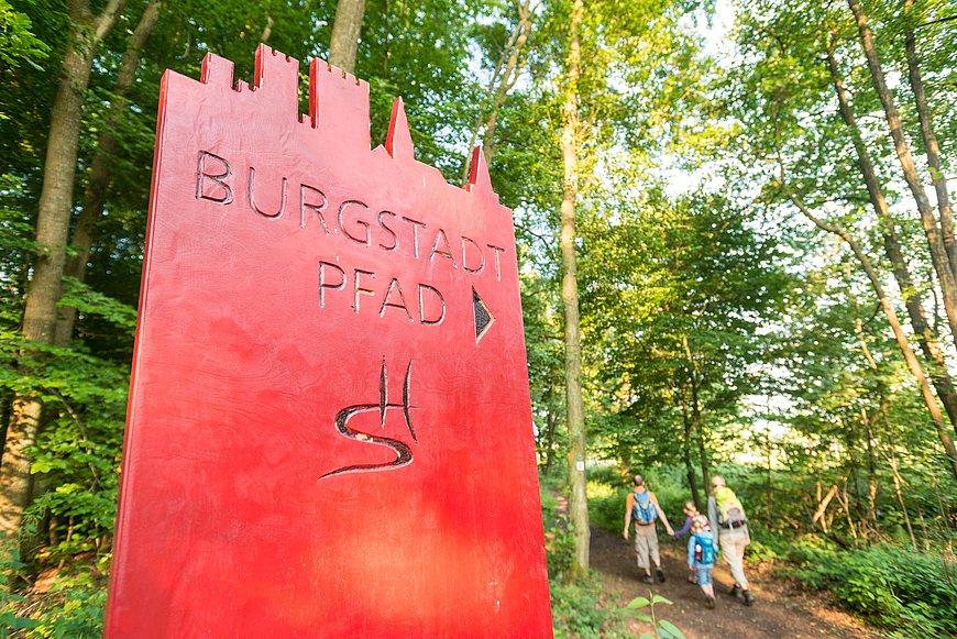 Wandern mit der Familie auf der Traumschleife Burgstadt-Pfad bei Kastellaun, Hunsrück