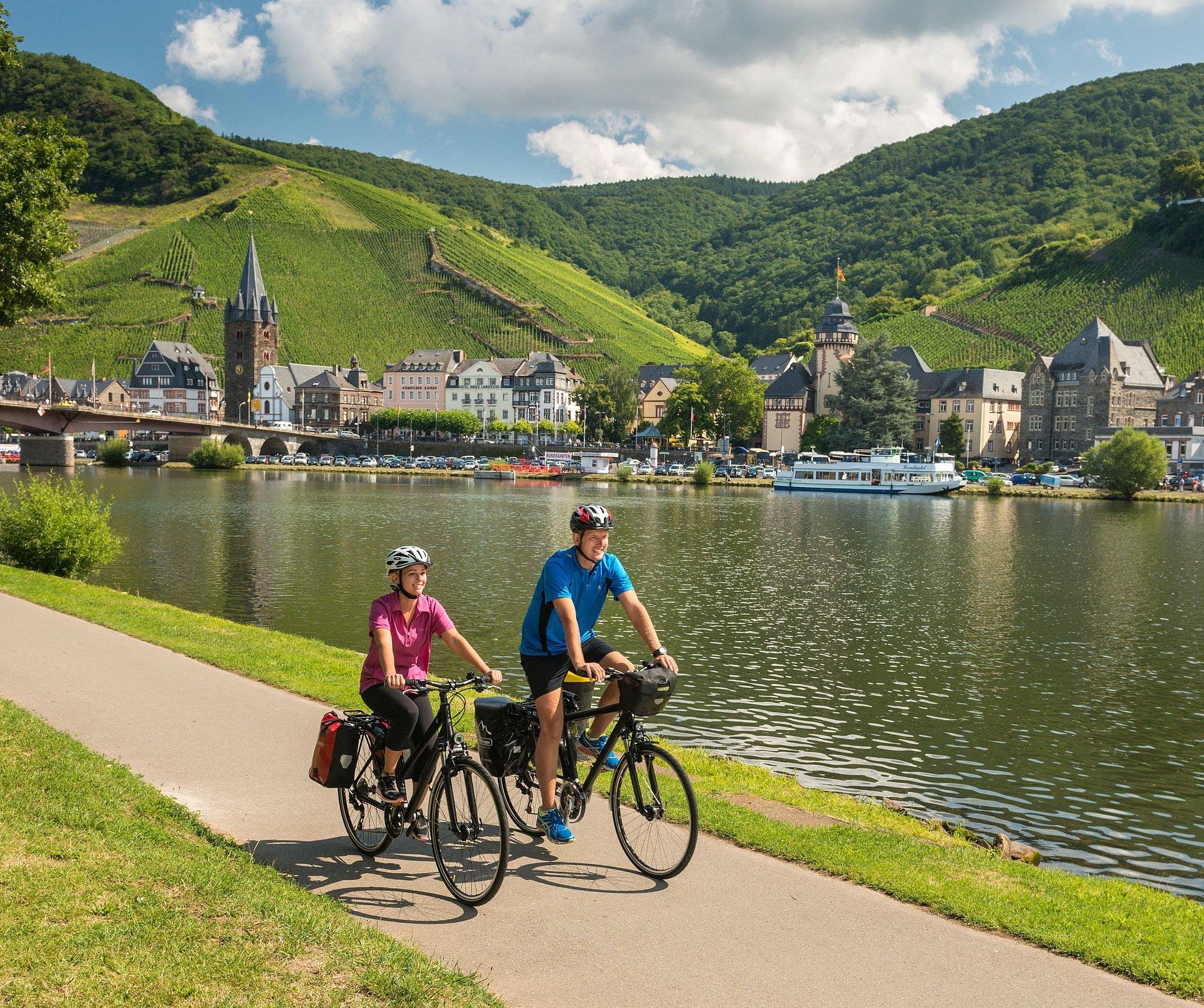 Radtour auf dem Mosel-Radweg bei Bernkastel-Kues, Mosel