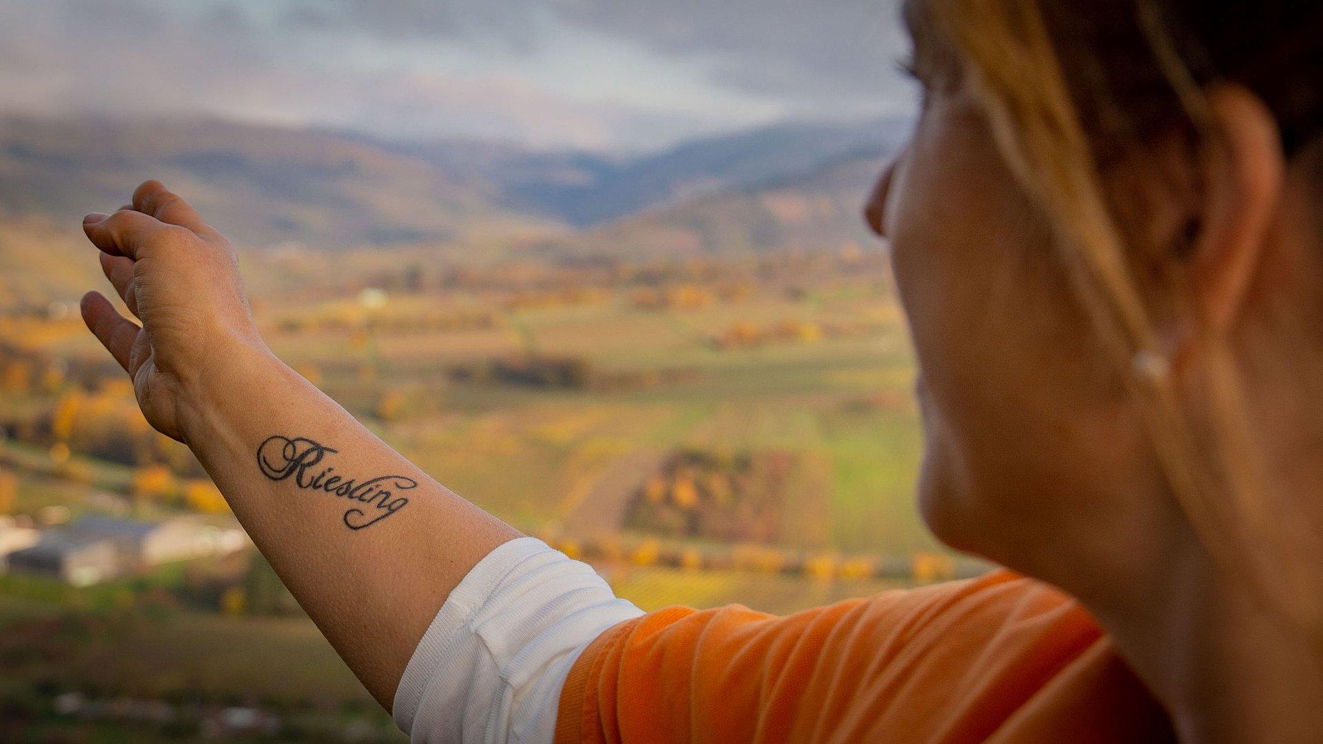 Kultur- und Weinbotschafterin mit Riesling-Tattoo, Mosel