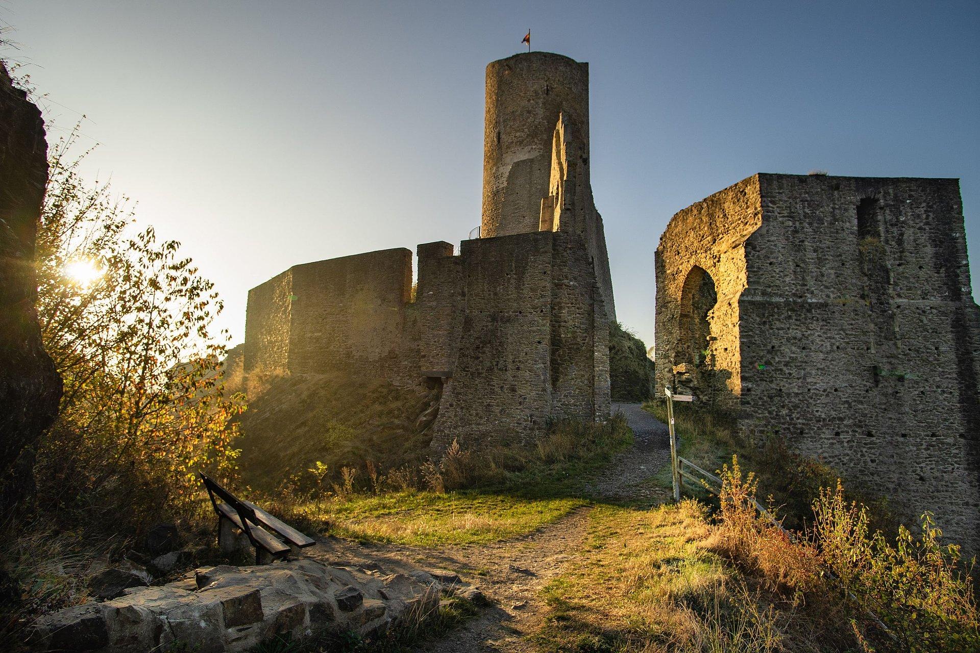 Ruinen der Löwen- und Philippsburg in Monreal, Eifel