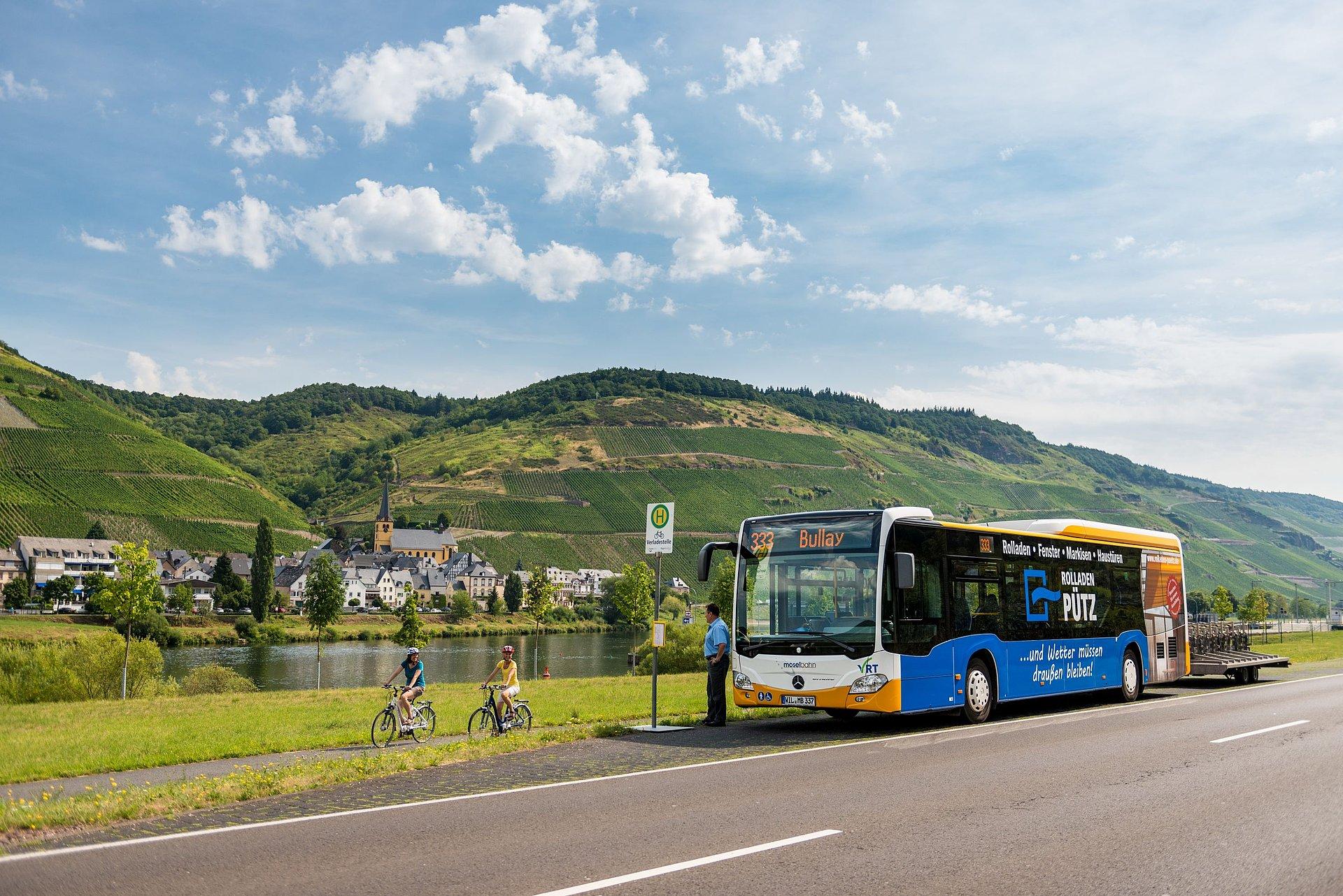 RadBus am Moselradweg bei Zeltingen-Rachtig, Mosel