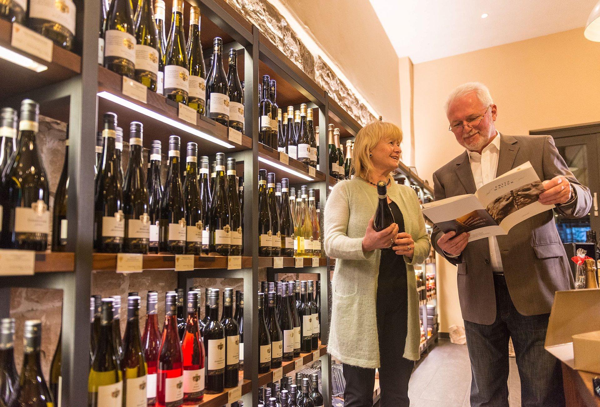 Paar im Weingut