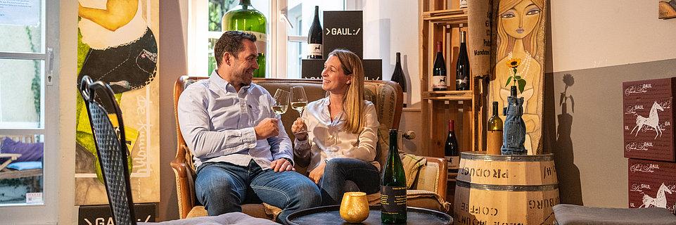 Weingenuss in einer Vinothek in Trier, Mosel