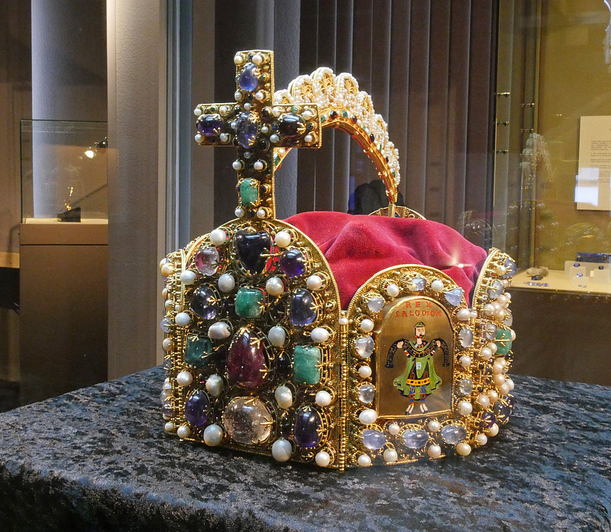 Crown at the German Gemstone Museum Idar-Oberstein, Nahe