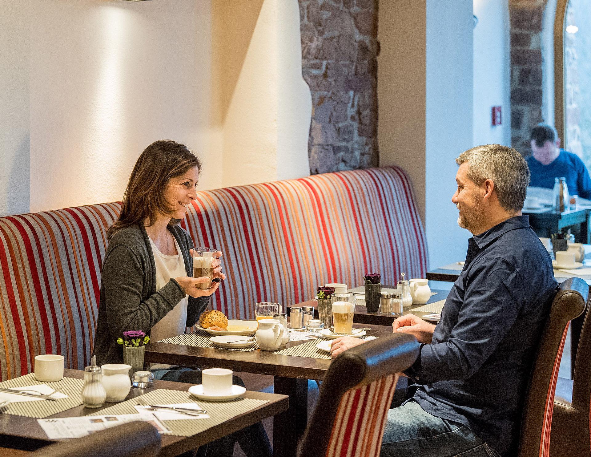 Reichhaltiges und gemütliches Frühstück im Hotel