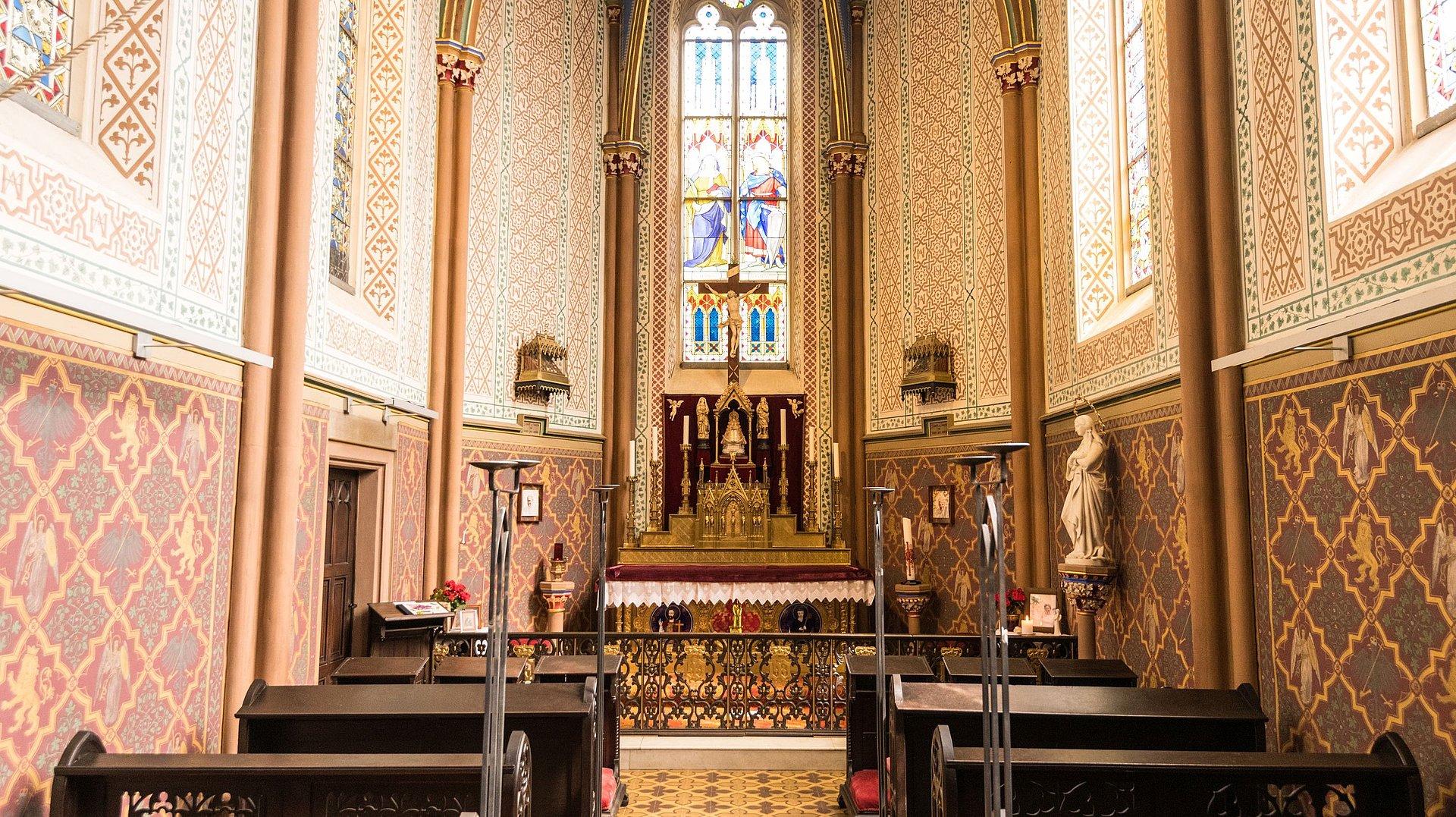 Goldener Altar in der Kapelle von Schloss Sayn, Romantischer Rhein