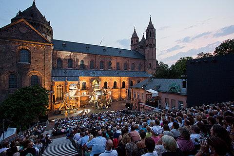Nibelungen-festival bij de Worms-kathedraal in Worms, Rijn-Hessen