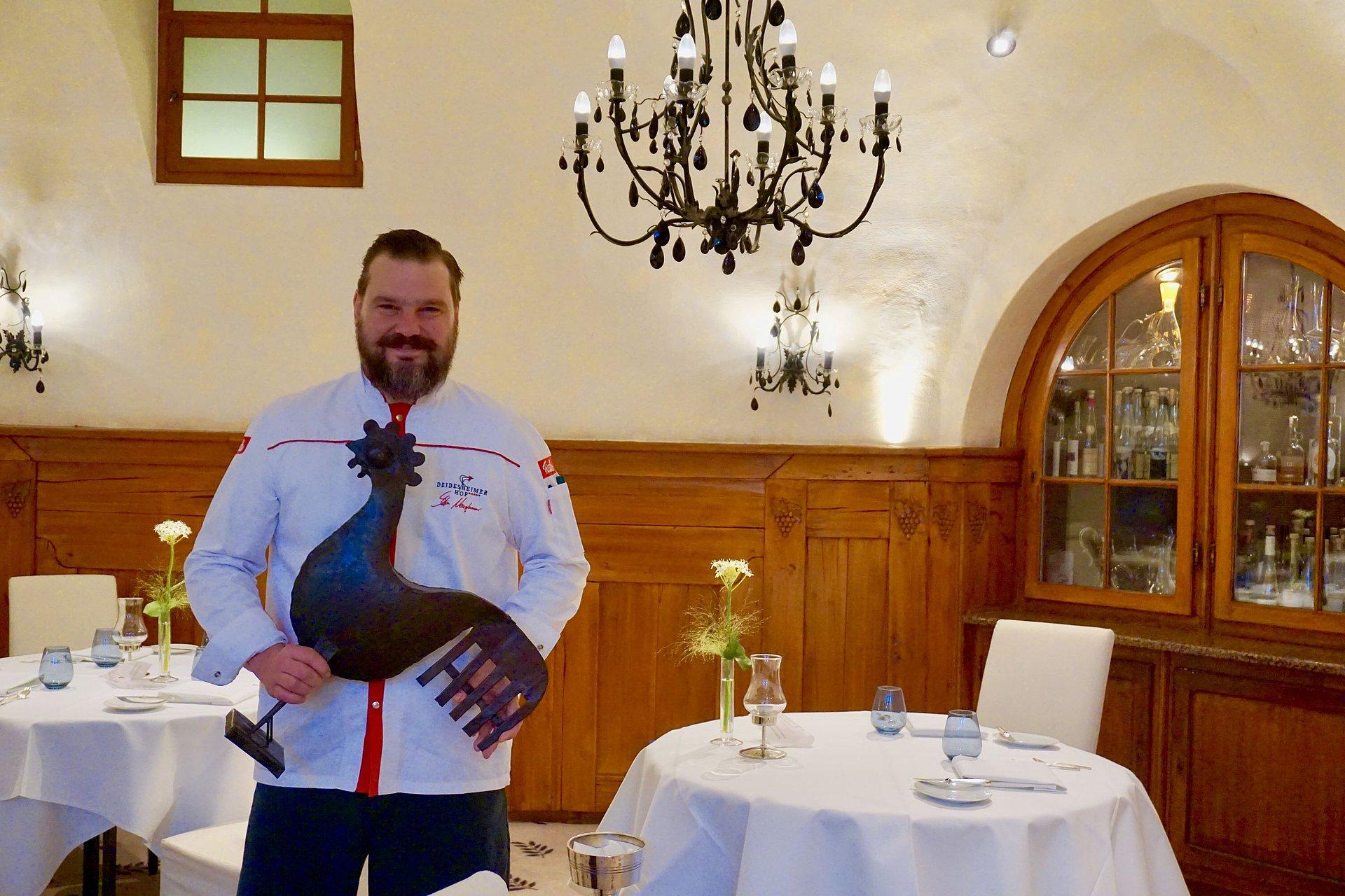 """Stefan Neugebauer in seinem Restaurant """"Schwarzer Hahn"""" in Deidesheim, Pfalz"""