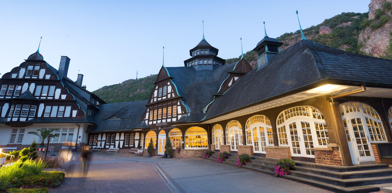Das Kurmittelhaus im Kurpark in Bad Münster am Stein-Ebernburg wurde im barockisierenden Jugendstil erbaut und beherbergt die Sole-Trinkkur in der Brunnenhalle mit den drei Heilquellen.