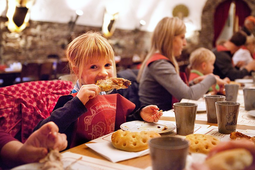 Knightly feast at Reichsburg Castle, Mosel