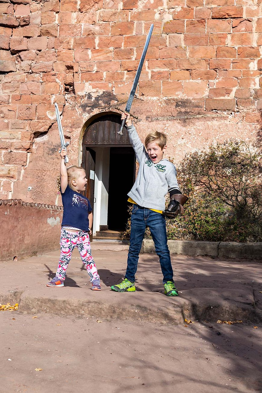 Ritter-Status beim Familienabenteuer auf Burg Berwartstein, Pfalz