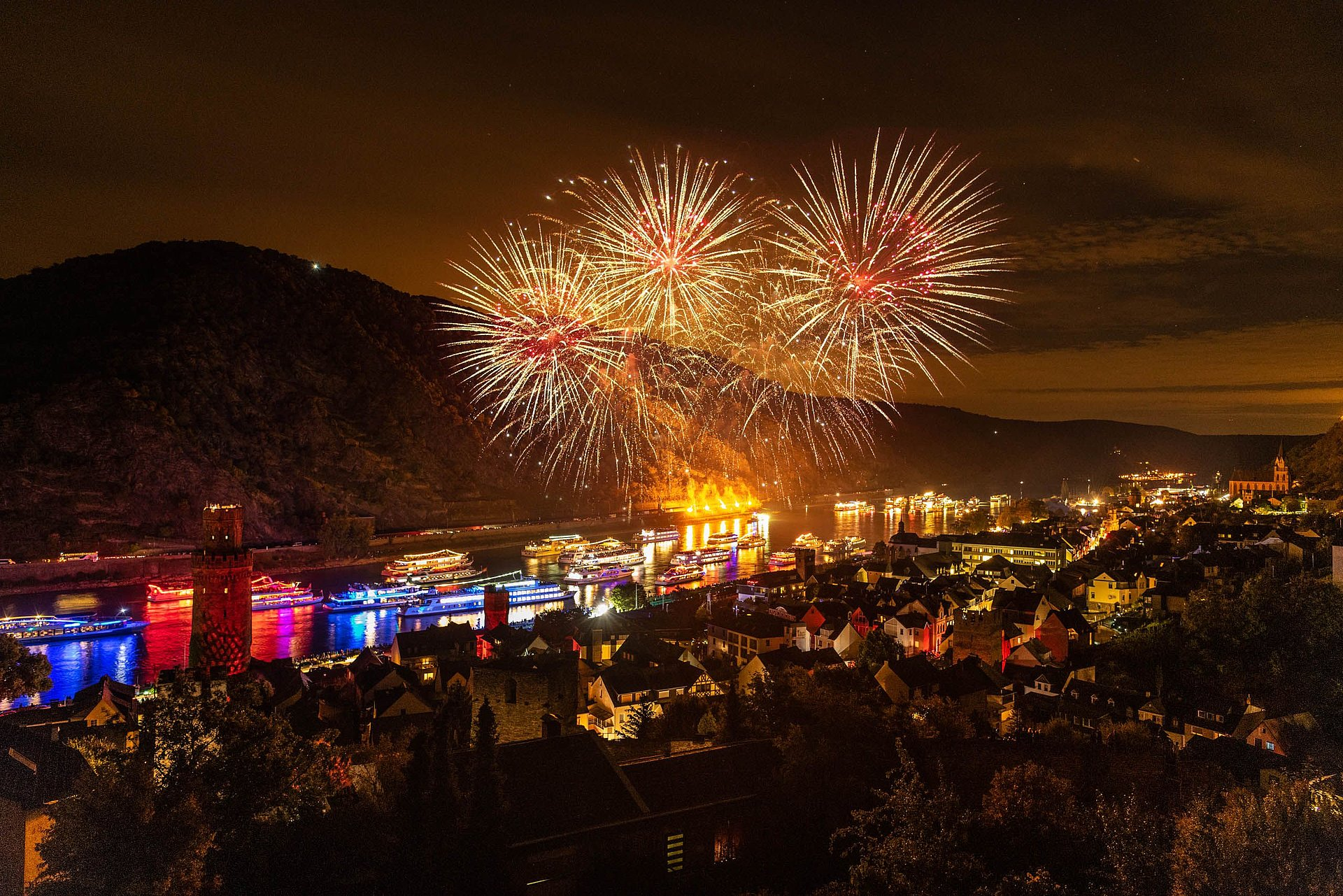 Feu d'artifice à l'occasion du spectacle « Rhein in Flammen » à Oberwesel, Rhin romantique