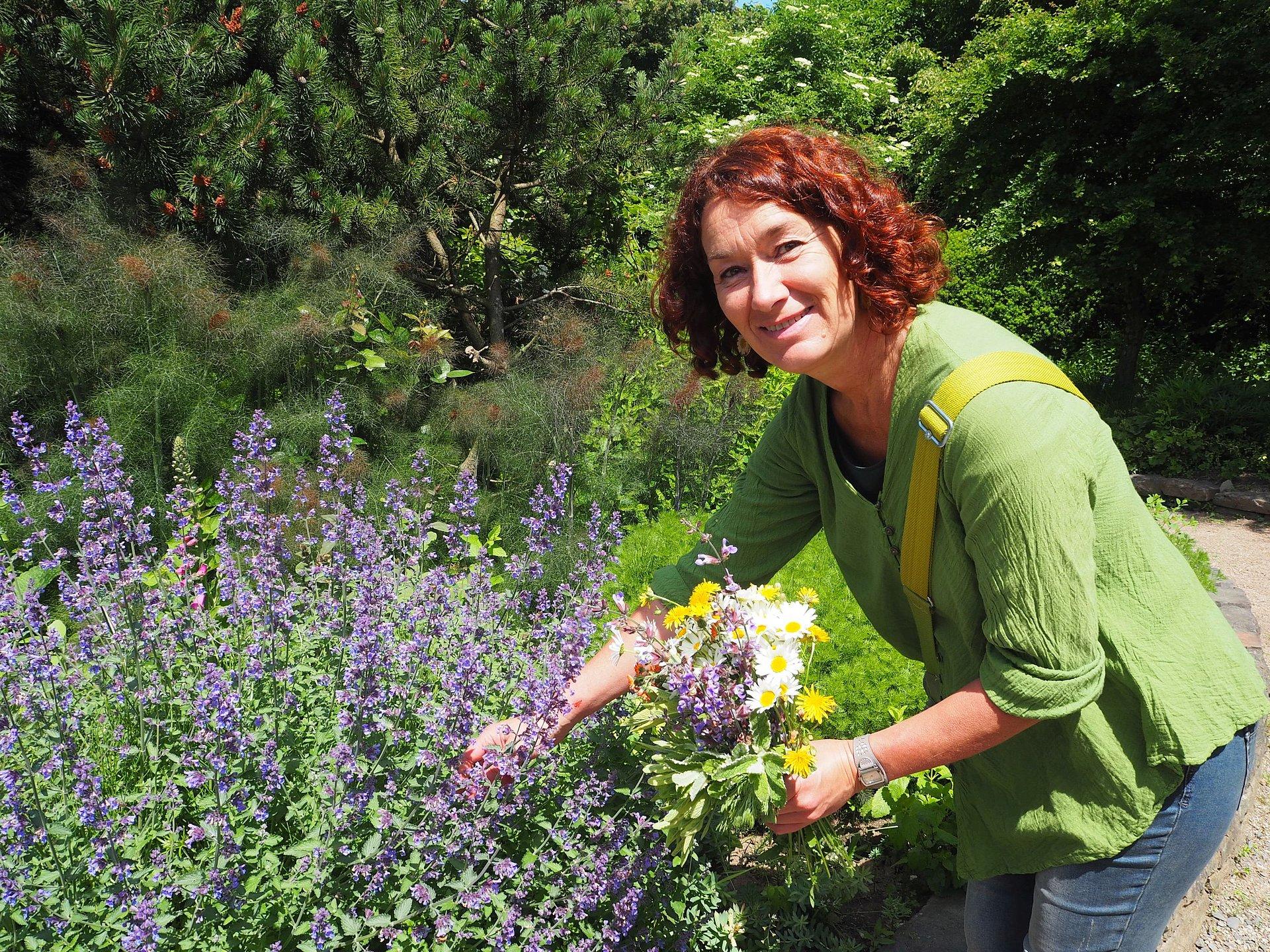 Met kruidenexpert Iris Franzen in de apothekerstuin Bad Marienberg, Westerwald