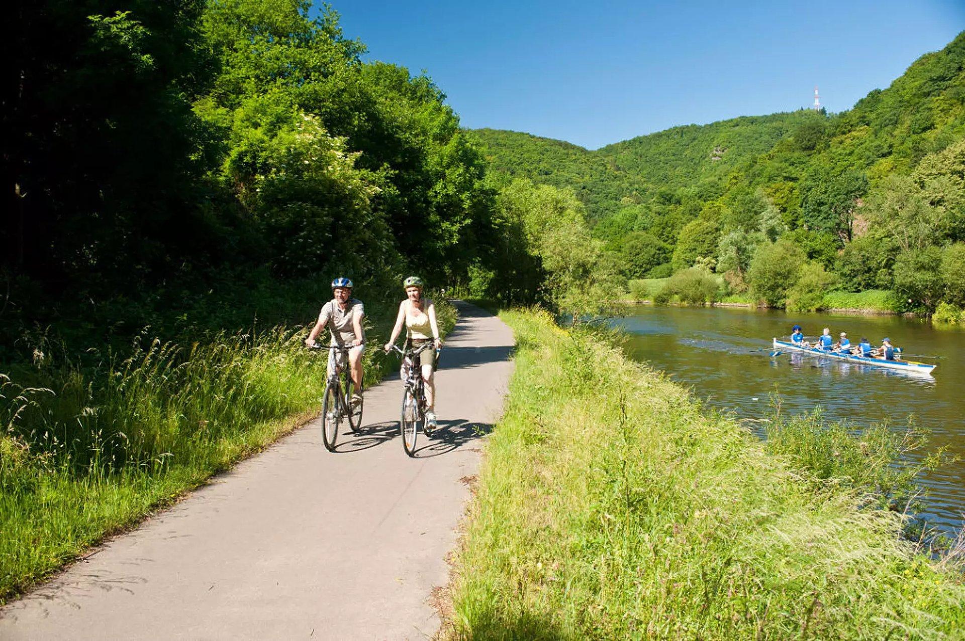 Radfahrer auf den Lahnradweg bei Obernhof, Lahntal