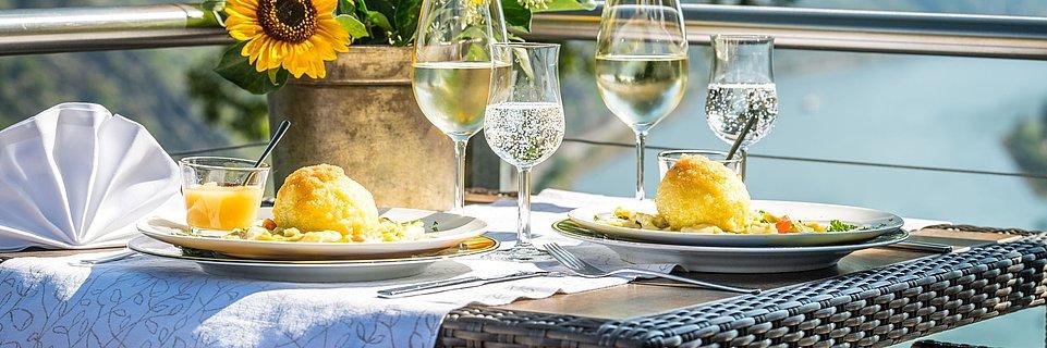 Dégustation de spécialités locales: dumplings fourrés de la Günderodehaus d'Oberwesel, Rhin romantique