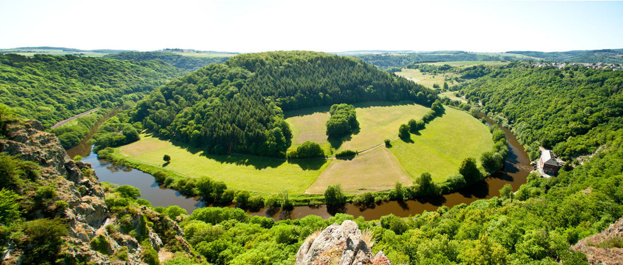 """Uitzicht op de Lahn rivier bij de uitkijkpunt """"Gabelstein"""", Lahndal"""
