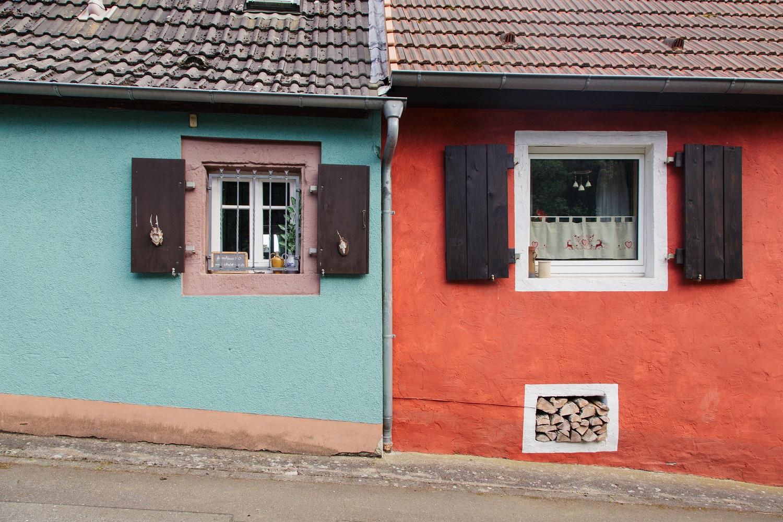 Häuserfront in Leinsweiler, Pfalz