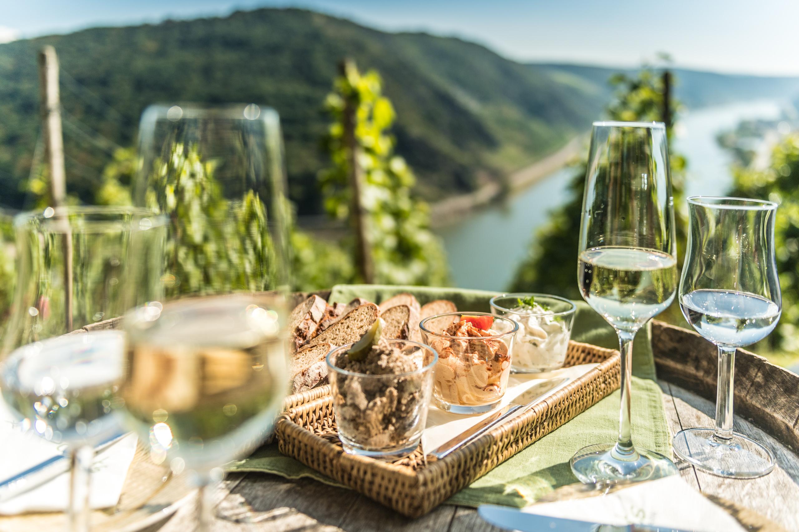 Kulinarischer Genuss beim Günderodehaus Oberwesel mit Blick auf das Mittelrheintal, Romantischer Rhein