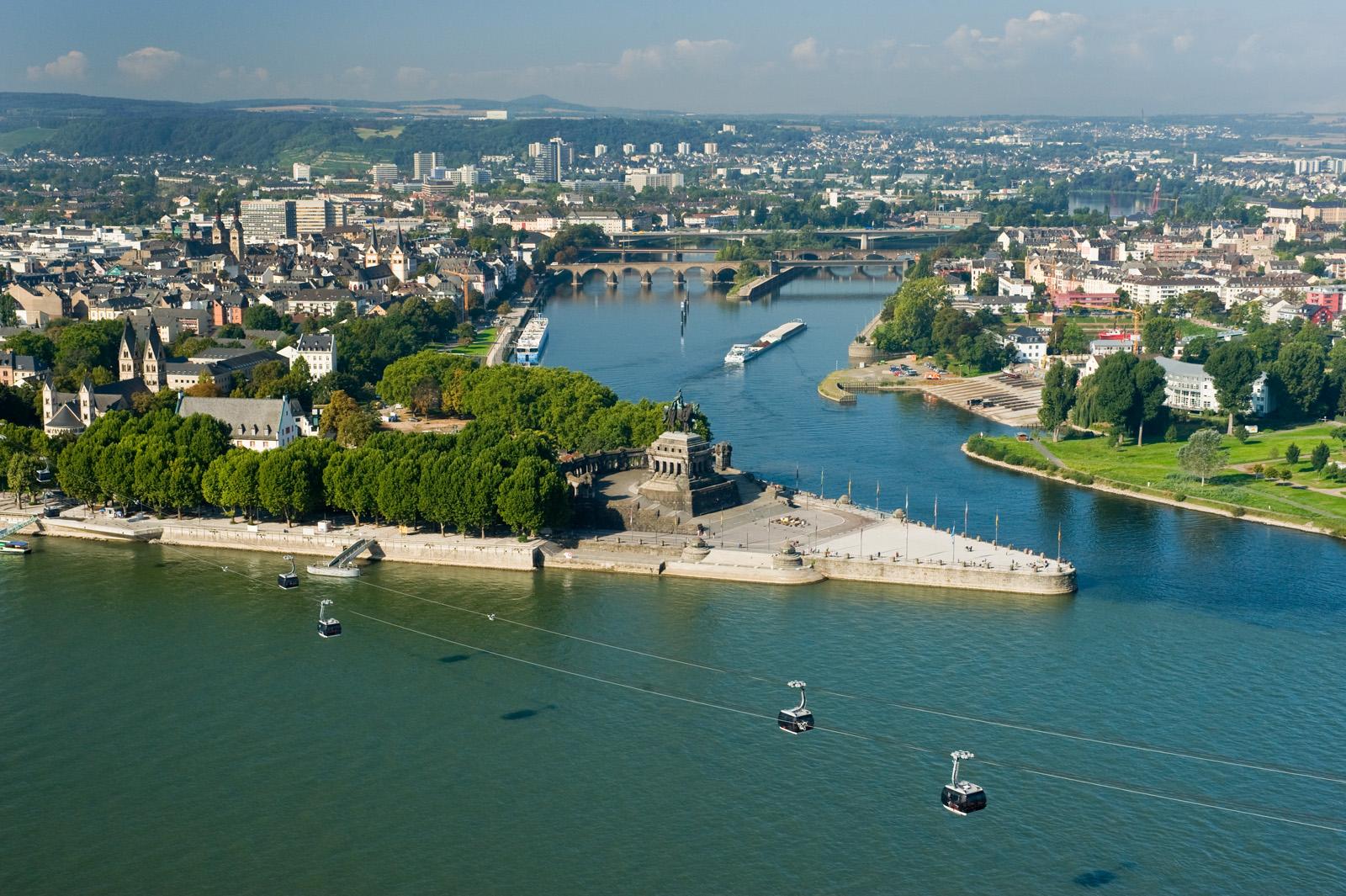 """Uitzicht op de """"Deutsche Eck"""" Koblenz, Romantische Rijn"""