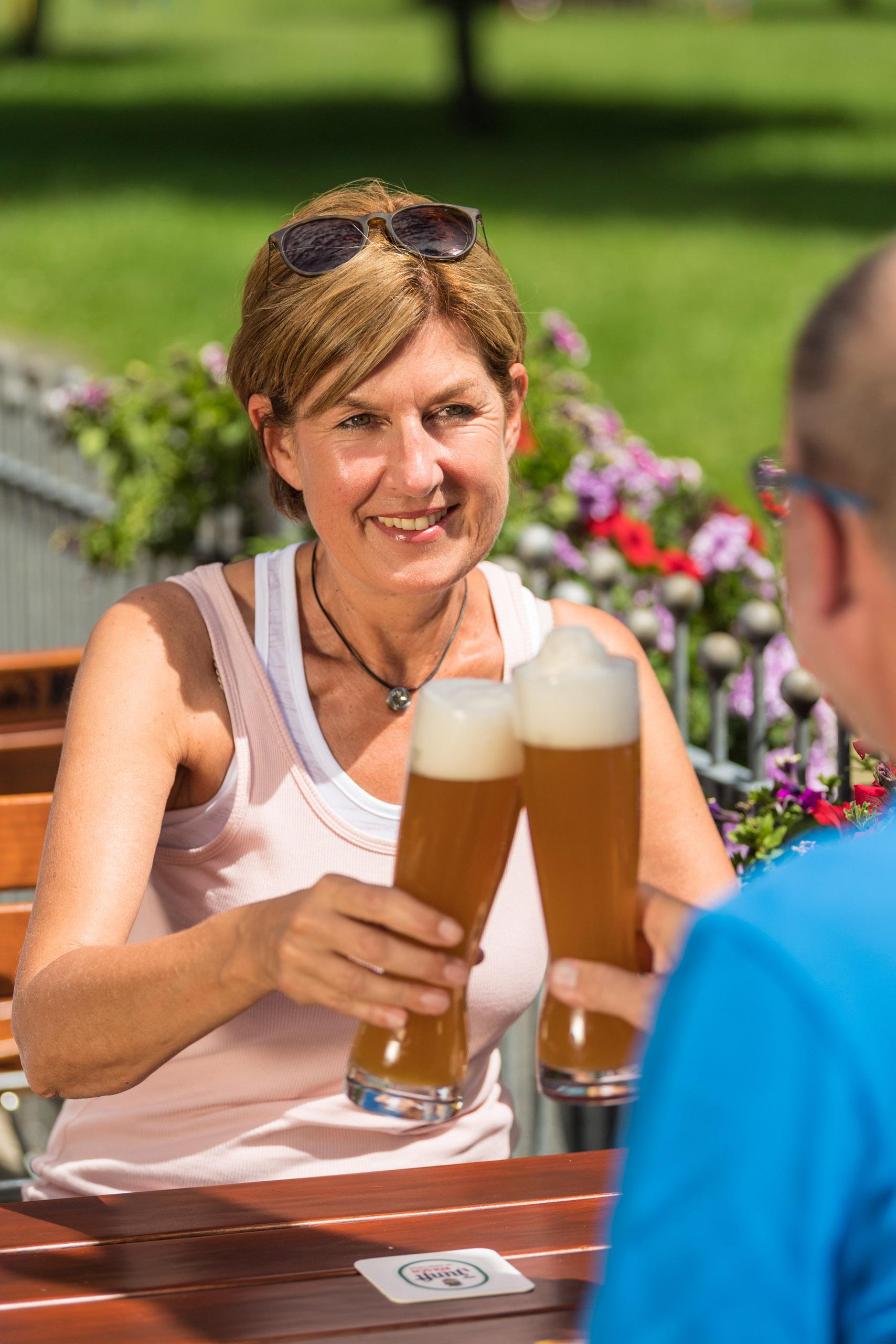 Wanderrast und Einkehr in einen Biergarten bei Alpenrod, Westerwald