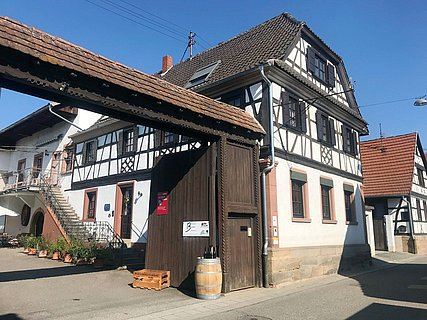 Weingut & Gästehaus Becker
