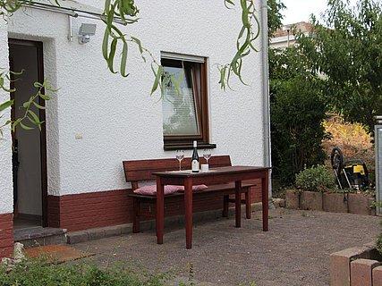 Sitzecke vor dem Haus