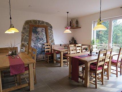 """Der gemütliche Gastraum in der """"Bergmannshütte"""""""