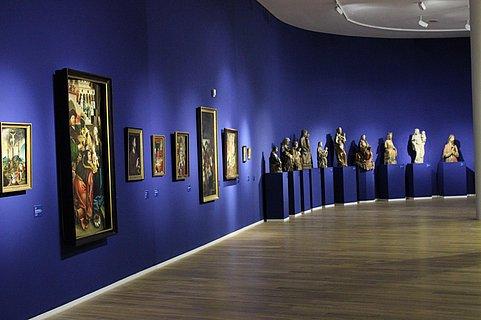 Mittelalterabteilung mit Skulpturen