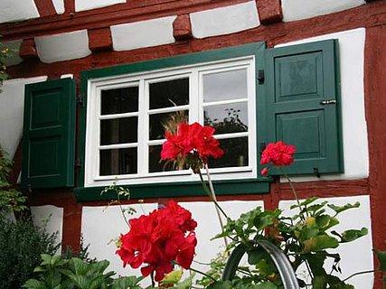 Rot-Weiß-Grün - die Farben des Öko-Fachwerkhauses