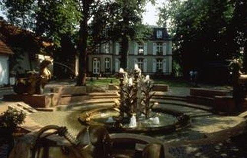 Villa Wieser mit Dorfbrunnen
