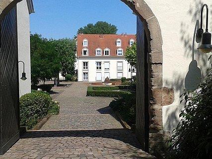 Blick in den Innenhof, Eingang Haupstrasse